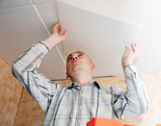 Подробности приклеивания потолочных плит