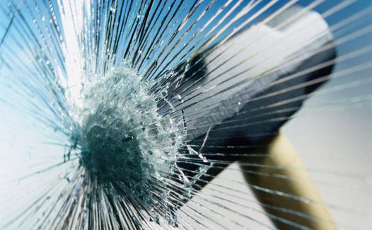 Бронирование окон ПВХ или как обычное стекло может стать ударопрочным и безопасным