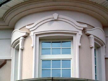 Фасадный декор с элементами из гипса  и пенополистирола