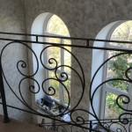 Изысканные формы кованых перил — украшение любого дома