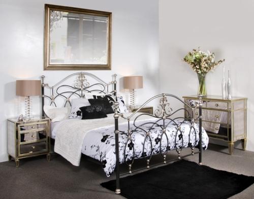 Кованая кровать как украшение интерьера