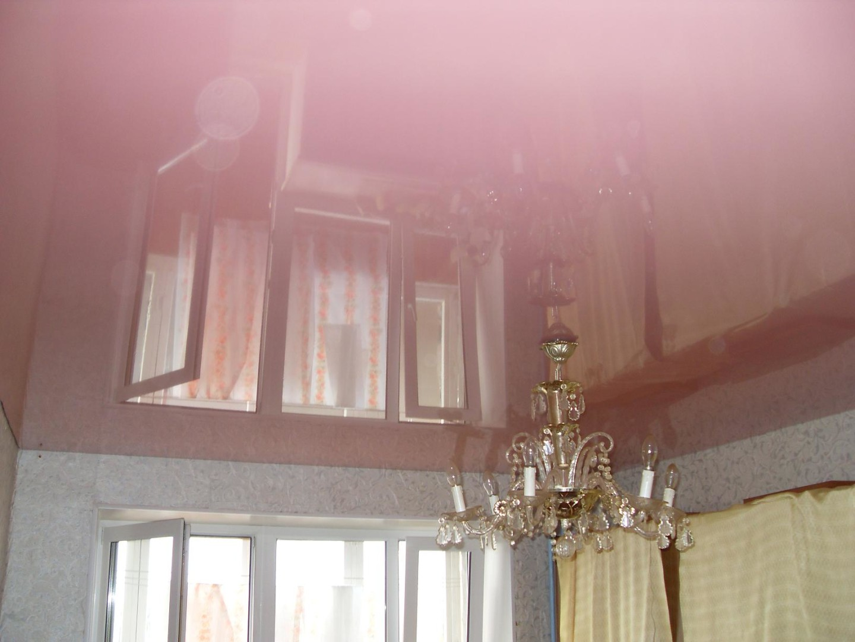 Глянцевые натяжные потолки для дома хороший выбор