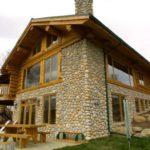 Отделка комбинированного дома из оцилиндрованного бревна