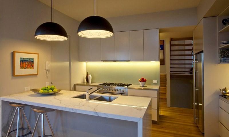 Особенности выбора люстры для кухни