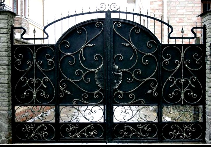 Красивые кованые заборы и ворота от ведущего производителя Три кузнеца