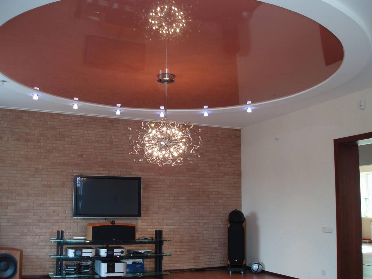 Особенности и преимущества натяжного потолка