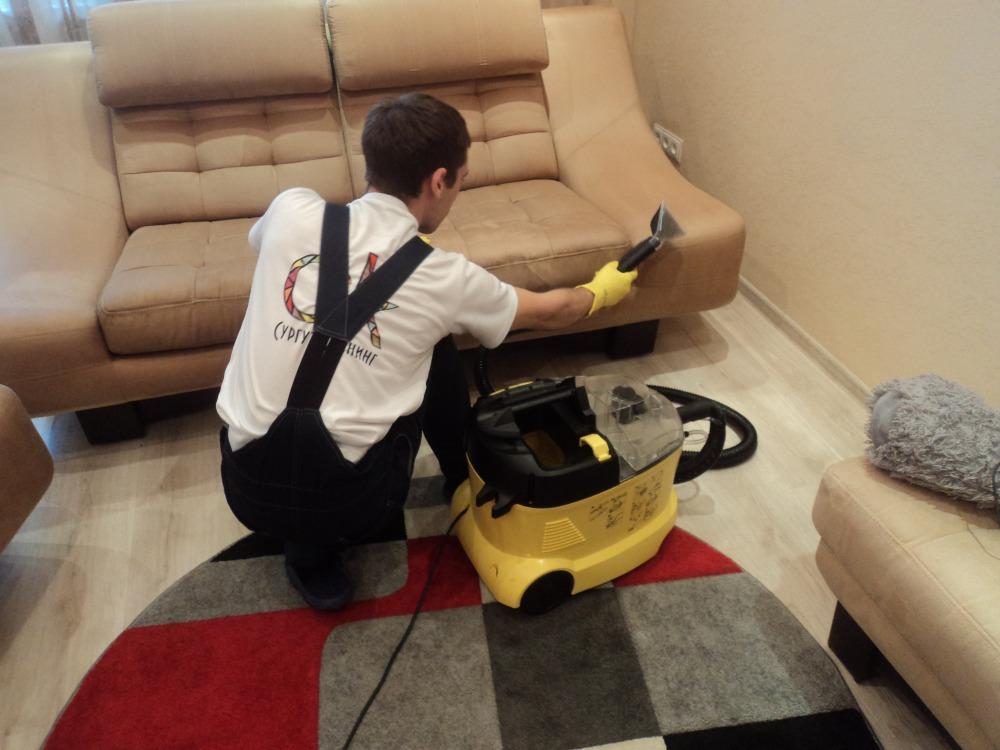 Химчистка диванов на дому – услуга, предусматривающая множество преимуществ