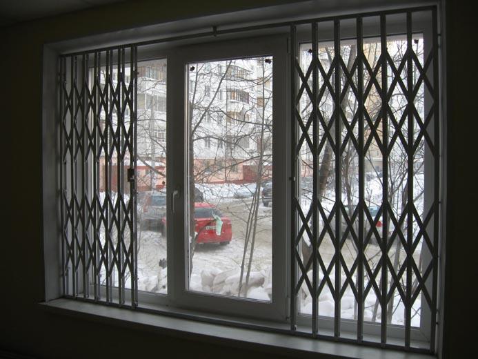 В чем преимущества использования раздвижных решеток на окна
