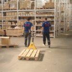 Что нужно брать во внимание, устраиваясь на работу грузчиком склада