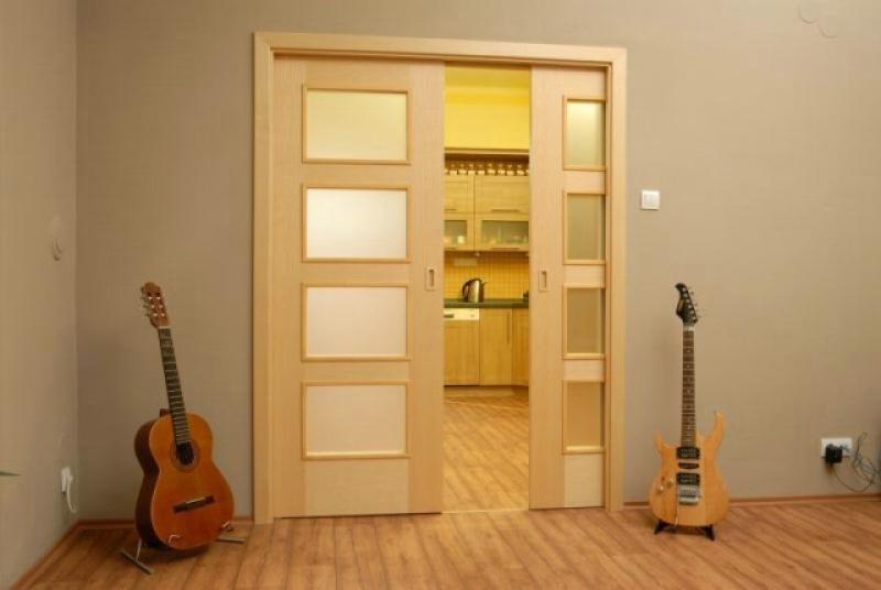 Экономия места - складные межкомнатные двери