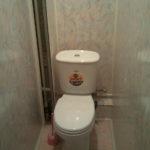 Эконом ремонт туалета панелями ПВХ