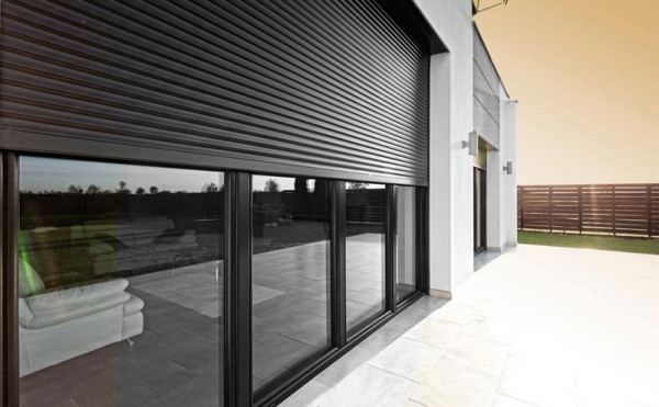 Рольставни- лучший выбор в пользу защищенности окна.
