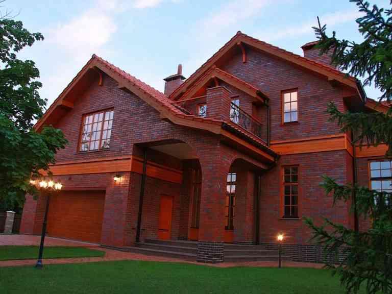 Строительство домов из кирпича: особенности, нюансы, технология