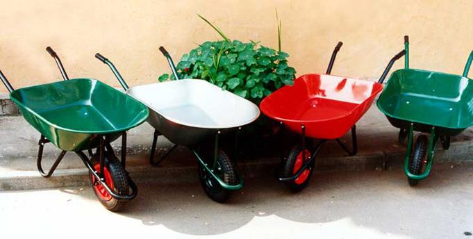 На что обратить внимание при выборе садовой и строительной тачки
