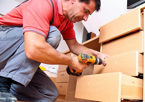 Почему пользоваться услугами сборки мебели на дому, это выгодно и удобно?