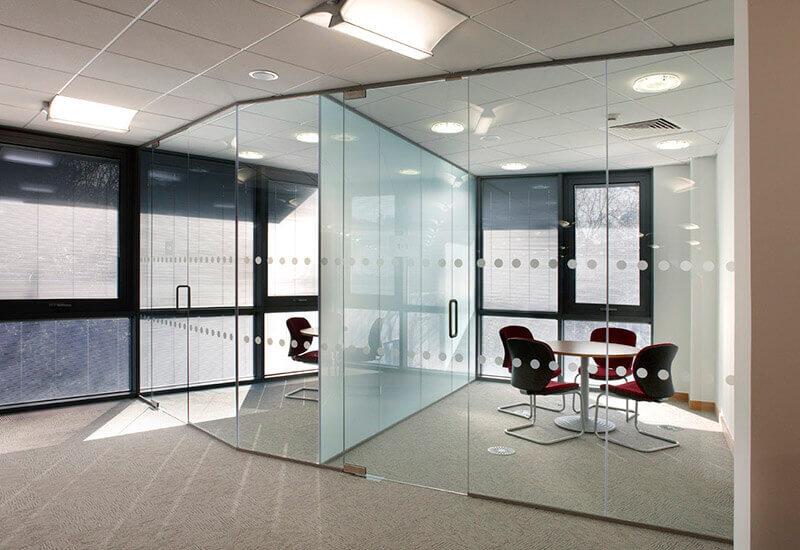 Стеклянные перегородки – лучшее решение для вашего офиса