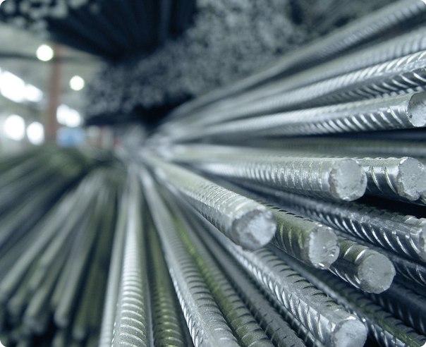 Применение стальной арматуры – хороший способ уменьшить фундамент