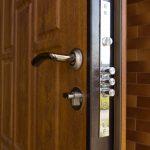 Сменить замок в металлической входной двери